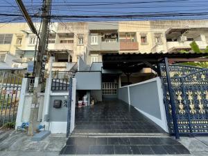 For RentShophouseRatchadapisek, Huaikwang, Suttisan : commercial building for rent, Soi Chu Jitarom, AOL-F81-2105003904.