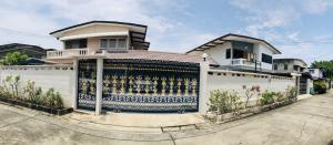 ขายบ้านบางซื่อ วงศ์สว่าง เตาปูน : ขาย บ้านเดียว 2 ชั้น ซอยประชาชื่น 2 แยก1-6 แปลงเดียวมี 2 โฉนด พร้อมบ้าน2 หลัง 156 ตรว เข้าซอยประมาณ  600 เมตร ถนนหน้ากว้าง 8 เมตร ทางเข้ารถสวนกันได้