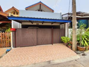 For SaleTownhouseNawamin, Ramindra : Quick sale! 2-storey townhouse, National Housing Authority Ramintra Km 4, next to the MRT (ready to move in), cheap and very good. The owner will return abroad.