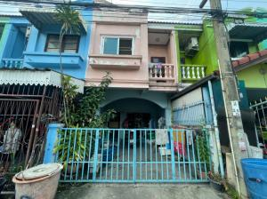 For SaleTownhouseNawamin, Ramindra : Quick sale, very cheap !! 2-storey townhome, Warangul village, Soi Liab Klong Song 5, size 16 square meters, near 7-11, opposite the village. Fashion Iceland Near the Pink Line Near Chatuchot Expressway Ramintra - At Narong