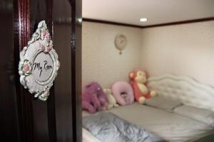 For RentCondoRamkhamhaeng Nida, Seri Thai : For rent, Condo Assagarn Place Ramkhamhaeng 105/1, fully furnished (corner room), next to Ramkhamhaeng Road