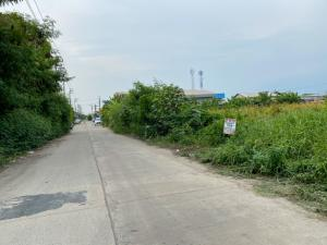 For SaleLandSamrong, Samut Prakan : Land for sale in Praksa, Soi Sukphunphol, size 454 sq m, wide road, large car, can be connected to the road on 2 sides, very attractive price.