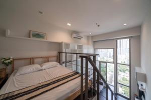 For RentCondoSukhumvit, Asoke, Thonglor : Pet friendly condo for rent, Ideo Morph 38 [Ideo Morph 38] near BTS Thonglor (450 m.) Duplex room.