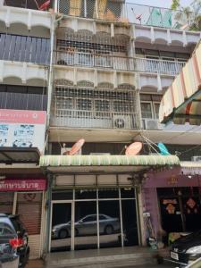 For RentShophouseSapankwai,Jatujak : BS714 4-storey commercial building for rent, usable area about 180 square meters, convenient transportation, near BTS Saphan Khwai.