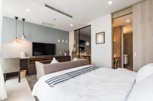 เช่าคอนโดวิทยุ ชิดลม หลังสวน : For rent >> Noble Ploenchit, 1 bedroom, high floor.