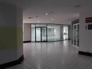 For RentOfficeRama9, RCA, Petchaburi : Office space for rent, size 365 375 sq m, Chamnan Phenjati Building Business Center hamnan Phenjati, near MRT Rama 9, Central Rama 9 and Ratchadaphisek Road, just 350 meters.