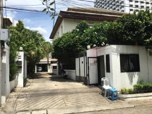 For RentHouseNana, North Nana,Sukhumvit13, Soi Nana : House for rent with private swimming pool