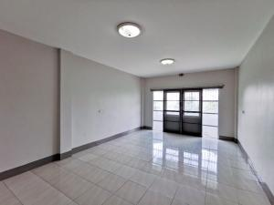 For RentTownhousePinklao, Charansanitwong : 3-storey townhome for rent on Ratchapruek Road. The back is very big !!!!!