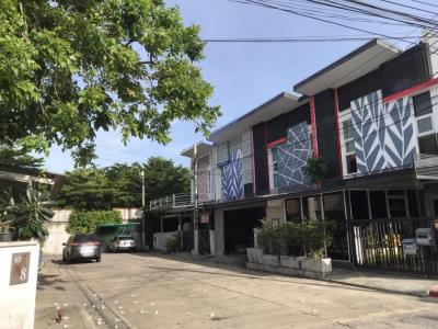 ขายทาวน์เฮ้าส์/ทาวน์โฮมนวมินทร์ รามอินทรา : ขายบ้านหมู่บ้านไอดีไซน์ ติดถนนเลียบคลองสอง รามอินทรา คู้บอน ใกล้สำนักงานเขตคลองสามวา 2.49 ล้านบาท