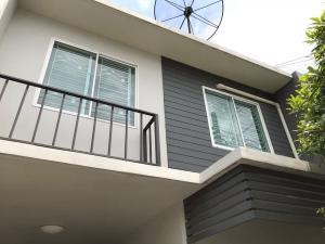 ขายทาวน์เฮ้าส์/ทาวน์โฮมบางนา แบริ่ง : ขายบ้านThe Color Premium Bangna km.10 ตกแต่งครบพร้อมอยู่  หันหน้าทางทิศเหนือ ลมเย็นสบายทั้ง