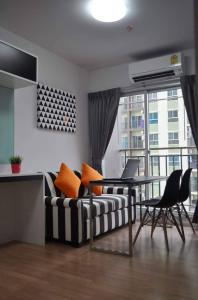 For RentCondoSamrong, Samut Prakan : Great value Condo Parkland Lite Sukhumvit - Pak Nam, beautiful room, fully furnished, complete electrical appliances Drag one luggage Can go in Close to BTS Pak Nam station, 250 meters, only 7,000 baht / month, ready to move in.