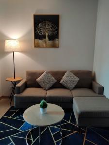 For RentCondoRama9, RCA, Petchaburi : New condo, spacious room, 70% parking space, no parking problems