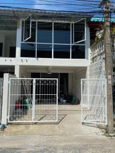 For RentTownhouseSamrong, Samut Prakan : For rent, 2 floors, 2 bedrooms, 2 bathrooms, Soi 25 Guard, Sukhumvit Road, Pak Nam Subdistrict, Mueang Samut Prakan District 🔥 Interested contact 082-3223695