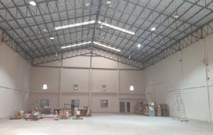 For RentWarehouseSamrong, Samut Prakan : For Rent Warehouse rental, Theparak km 25, very good location, area 1100 square meters, on 1 rai of land, trailer, easy access.