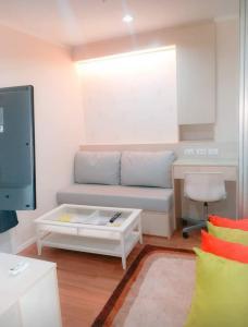 For RentCondoRama9, RCA, Petchaburi : Rent Lumpini Park Rama 9 Building A, garden view, 3rd floor, room size 23 sqm. 1 bedroom, 1 bathroom, price 8900