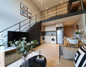 ขายคอนโดสีลม ศาลาแดง บางรัก : The Lofts Silom 1bed Loft 48sqm 9,400,000 or rent 35,000/mth Am: 0656199198