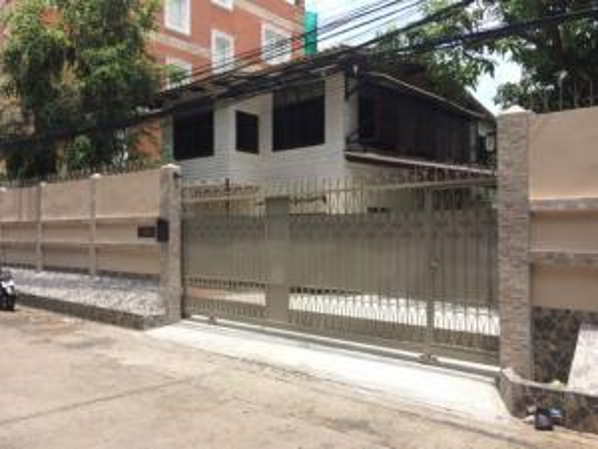 For SaleHouseSathorn, Narathiwat : House for sale, size 99.5 sq m, Soi Suan Phlu, Sathorn, near BTS Chong Nonsi, BTS Sala Daeng and MRT Lumpini.