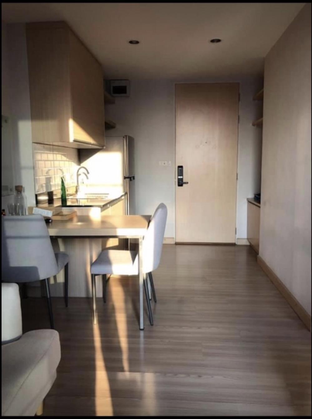 เช่าคอนโดลาดพร้าว71 โชคชัย4 : NC-R711📍เช่า I ZEN CONDO ห้องปรับปรุงใหม่ สไตล์มินิมอลชั้น 5 ขนาด 33 ตรม.1 ห้องนอน 1 ห้องน้ำ เคาน์เตอร์ครัว(เป็นสัดส่วน)เฟอร์นิเจอร์บิวอิน : ครบพร้อมอยู่