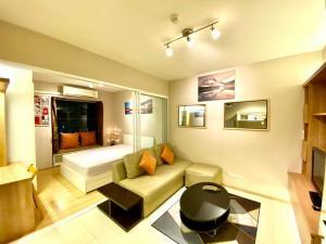 For RentCondoRamkhamhaeng, Hua Mak : Condo for rent fully furnished. Easy to travel to Ekkamai, Rama 9.