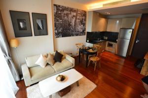 For RentCondoSukhumvit, Asoke, Thonglor : ให้เช่า QUATTRO fully furnished Tower B PN0490