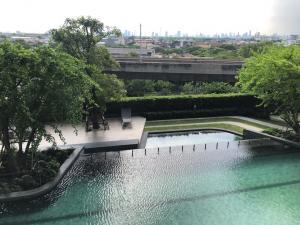 เช่าคอนโดบางนา แบริ่ง : Nice swimming pool view next to BTS Bangna