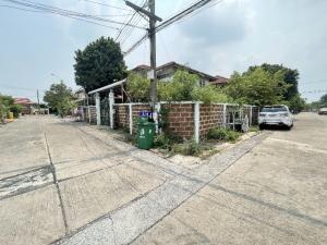 For SaleHouseRamkhamhaeng,Min Buri, Romklao : House for sale in Minburi Phraya Suren Road (For renovating) Serm Siri Village 7, size 70 sq.wa, behind the corner