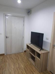 For RentCondoBangbuathong, Sainoi : Condo for rent Iris Westgate Bangyai has a washing machine in the room.