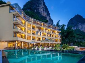 For SaleBusinesses for salePhuket, Patong : Phuket 4-star hotel for sale, 255 rooms, next to Chaofa West Road, Phuket, beautiful mountain view.
