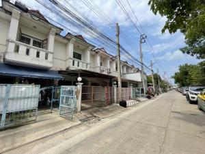 For SaleTownhouseBangbuathong, Sainoi : Townhouse, Phutthachat Village, Bang Bua Thong, near MRT Bang Phlu, near Rattanathibet Road. Near Ratchapruek Road