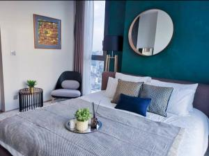 For RentCondoSapankwai,Jatujak : 🎉 Luxury condo for rent, high floor, The Line Chatuchak, 2 bedrooms, 2 bathrooms, beautiful decoration, ready to move in.