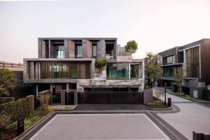 ขายบ้านสุขุมวิท อโศก ทองหล่อ : Selling : Ultra Luxury house in Ekamai - Ramintra with Full Furnisher with Private Pool 📌 Usage Area Rang :  737 sqm 📌 Land Area Rang : 112 sqm 📌 Room Type : 5 bed & 7 bath , 2 Maid Room
