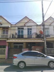 For SaleTownhouseRangsit, Patumtani : Townhome for sale: Wararak Rangsit-Klong 4 (064-6654666).