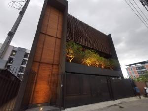 ขายบ้านสุขุมวิท อโศก ทองหล่อ : Rental : Single House in Thonglor , Sukhumvit 36 , 4 Bed 6 Bath 1 Maid Room , 5 Car Park  , 350 sqm