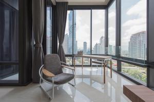 For SaleCondoSilom, Saladaeng, Bangrak : Ashton Silom spacious 2bed 2bath condo modern style high floor