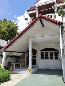 For RentTownhouseRatchadapisek, Huaikwang, Suttisan : For rent, 3-storey townhome, area of 30 sq m.