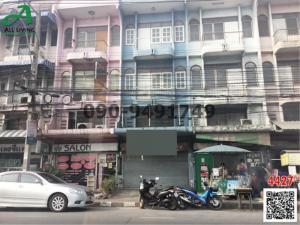 For RentShophouseSamrong, Samut Prakan : 3-storey commercial building for rent in Soi Bearing 40-42.