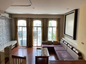 For RentTownhousePattanakan, Srinakarin : 3-storey townhome for rent next to Stamford International University. The Metro Rama 9 (The Metro Rama 9)