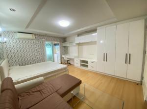 เช่าคอนโดรัชดา ห้วยขวาง : ห้องสวยหรู ดูดี Happy รัชดา เฟอร์ครบ ให้เช่า 7000 บาทเท่านั้น มีทีวี ตู้เย็น มีแม่บ้านทำความสะอาด 2 ครั้ง ล้างแอร์ 1 ครั้ง