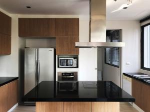 For RentCondoSukhumvit, Asoke, Thonglor : +++ Great Location! 3 Bedrooms 2 Carparks at Domus Closed to BTS Asoke & MRT Sukhumvit
