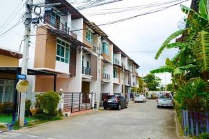 For RentTownhouseChengwatana, Muangthong : For rent, THE ROOF Chaengwattana, 3 bedrooms, 3 bathrooms, 23 sq.wa, 15,000 baht per month.