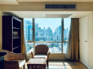 เช่าคอนโดนานา : Urgent Rent ++ Modern Condo++ Spacious Studio++ High Floor ++ Fully Furnished++ Trendy Condo ++ BTS Nana ++ Special Price @12500 🔥