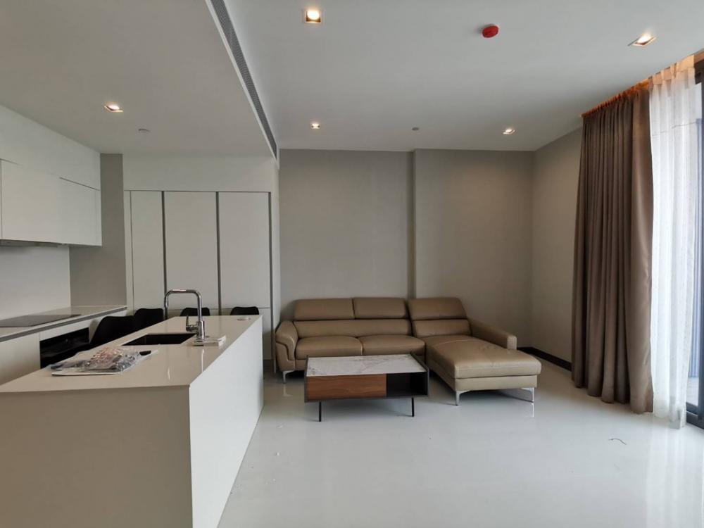 For RentCondoSukhumvit, Asoke, Thonglor : For rent Q1 Sukhumvit BTS NANA 2 bedrooms 2 bathrooms high floor very beautiful room