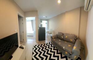 เช่าคอนโดคลองเตย กล้วยน้ำไท : Metroluxe Rama 4 เฟอรนิเจ้อครบ ขนาด 1 ห้องนอน ราคาพิเศษ ว่างให้เช่าครับผม