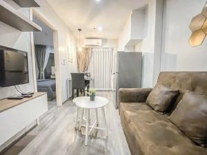 เช่าคอนโดพัฒนาการ ศรีนครินทร์ : 💕 ให้เช่าห้องสวย คอนโด Richpark @Triplestation (ติด Airport Link หัวหมาก) 1 ห้องนอน ตกแต่งพร้อมเข้าอยู่ได้เลย