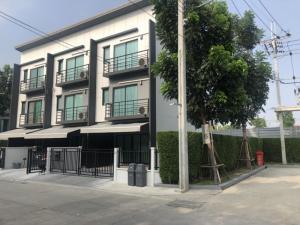 For RentHouseRattanathibet, Sanambinna : House for rent in Klang Muang Ratchapruek-Rattanathibet 3 bedrooms, 3 bathrooms, width 5.0 meters, land 37 square meters, with land side and back.