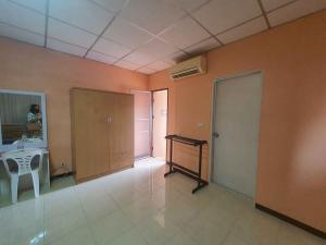 For SaleBusinesses for saleBangbuathong, Sainoi : Apartment for sale, 34 rooms, area of 61 square meters, 10% return per year, plus 69 square meters of land reclamation, suitable for renting parking. Coffee shop Amazon stand alone, mini mart 7-11, good location.