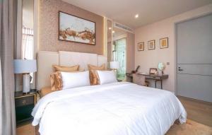 """เช่าคอนโดสุขุมวิท อโศก ทองหล่อ : Rental : Ultra Luxury Condo """"Vittorio Condo"""" , 2 Bed 2 Bath ,   136 Sqm , High Floor , Prompong BTS ( Close to Emporium , Sukhumvit 39 )"""