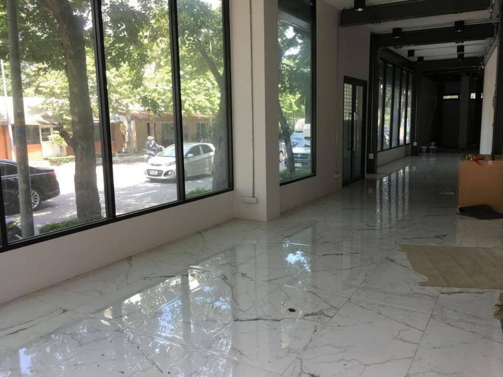 For RentOfficeSilom, Saladaeng, Bangrak : Rent 3-storey commercial building in Surawong district