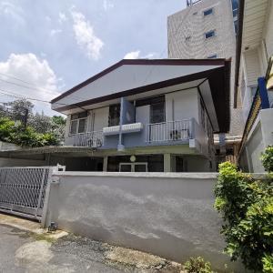 เช่าบ้านพระราม 9 เพชรบุรีตัดใหม่ : บ้านเดี๋ยว 2ชั้น 3ห้องนอน ทำเลดี ใจกลางเมือง ปลอดภัย สงบ เหมาะเป็นที่พักอาศัย