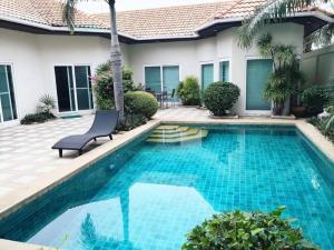 For SaleHousePattaya, Bangsaen, Chonburi : Sale/Rent pool villa Majestic Residence Beach